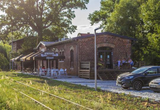 Cafe 15 dała nowe życie opuszczonej stacji kolejowej w Lubaszu. Fot. Marcin Maziarz