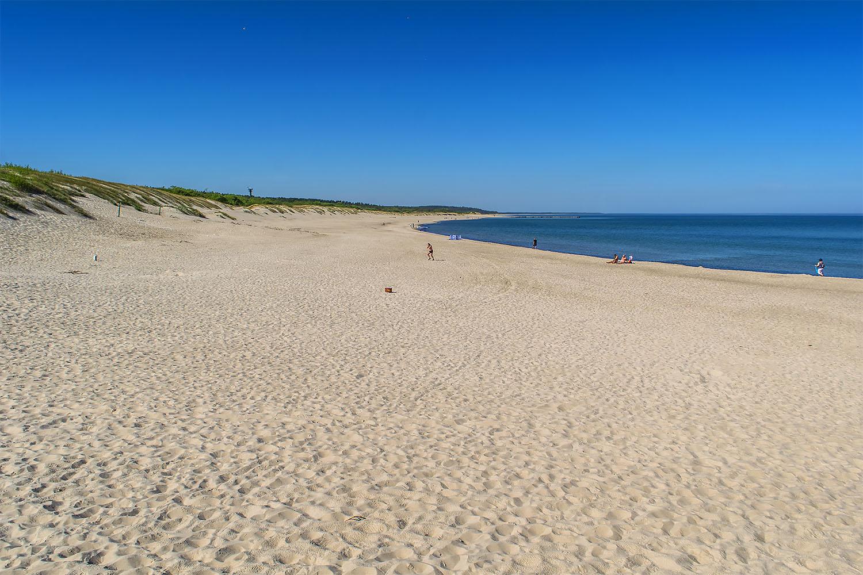 Szeroka zachodnia plaża w Ustce. Fot. Marcin Maziarz