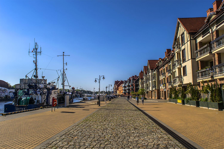 Portowe nabrzeże w Ustce stało się atrakcyjną częścią mieszkalną. Fot. Marcin Maziarz