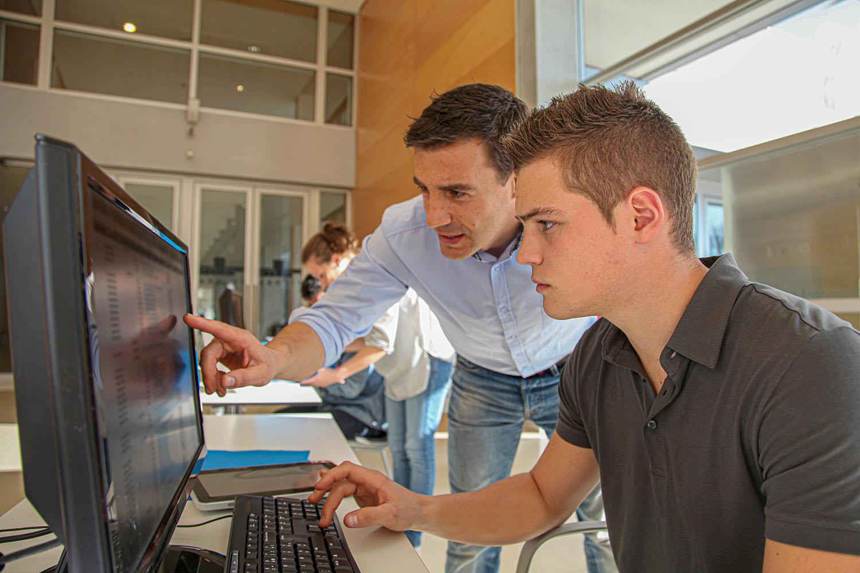 Studia na kierunku Technologie Informatyczne kończą się uzyskaniem tytułu inżyniera. Fot. Chroma Stock (zdjęcie ilustracyjne)