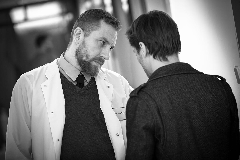 Robert Gulaczyk w roli doktora Roberta Wachowskiego oraz Michał Krzywicki – filmowy Adam. Fot. Zbigniew Komorowski
