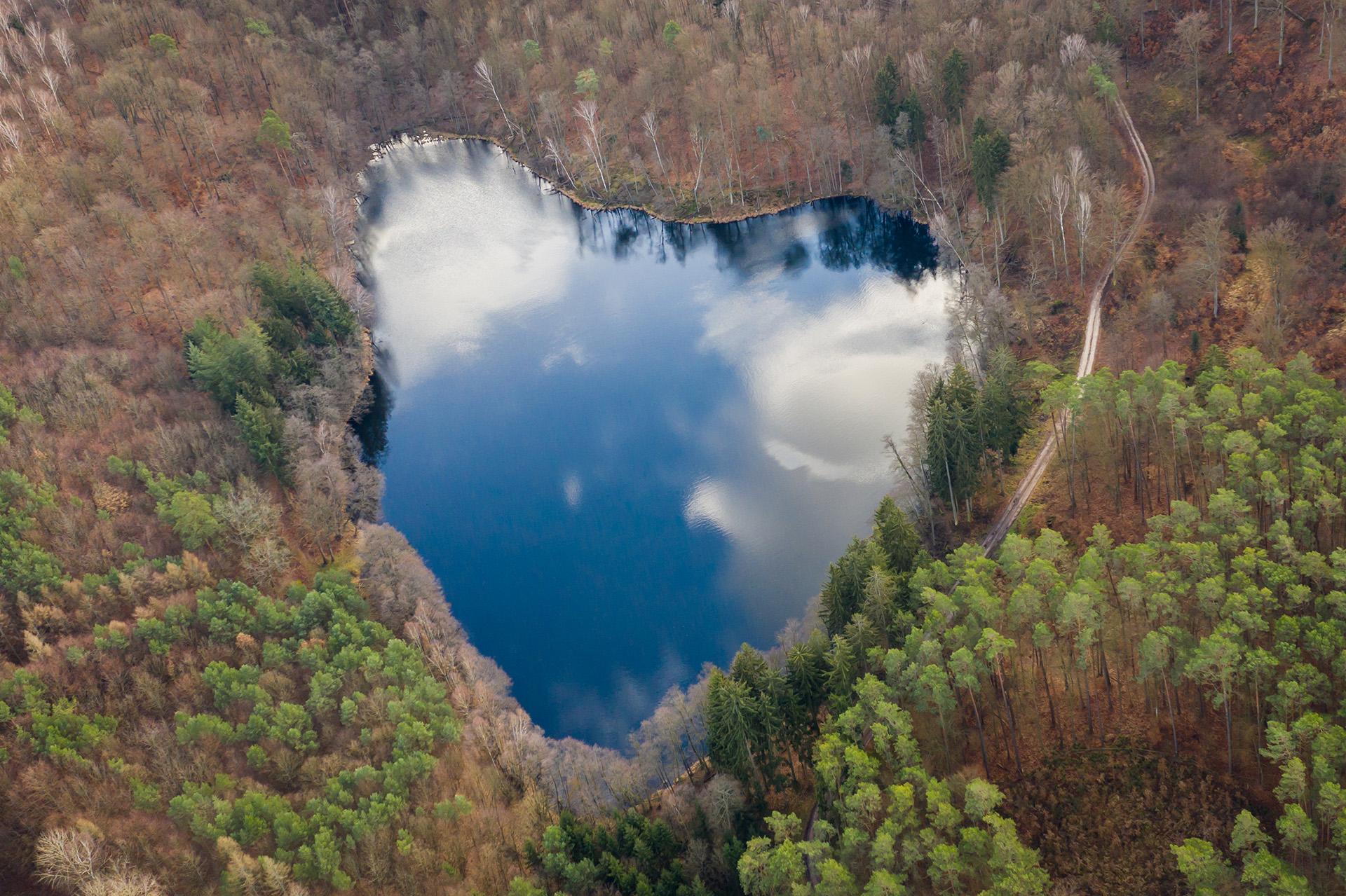 Jezioro w kształcie serca. Miejsce miłosnych wyznań?