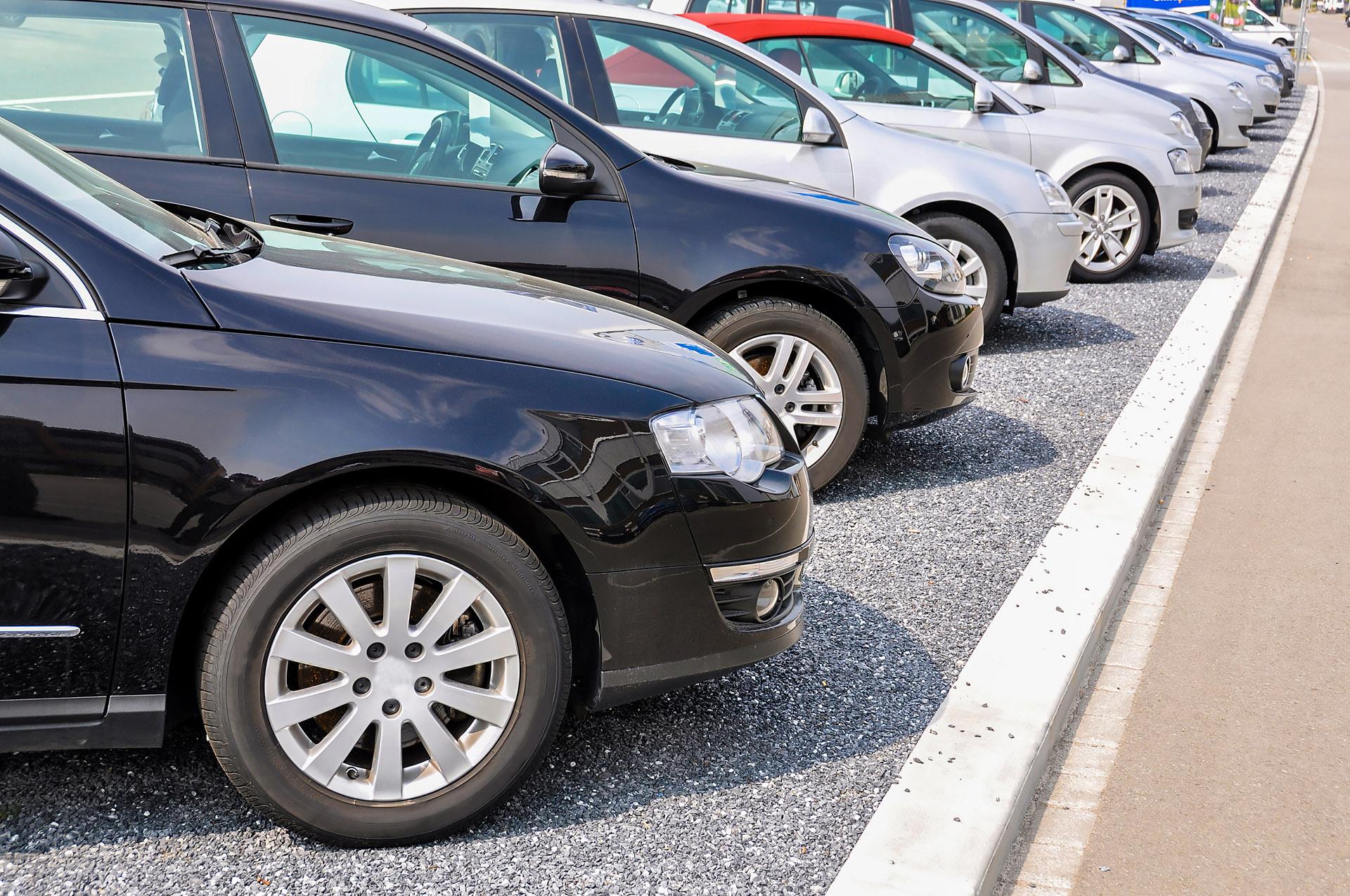 Import samochodów używanych także wiąże się z poważnymi obowiązkami związanymi z ochroną środowiska. Fot. Chroma Stock