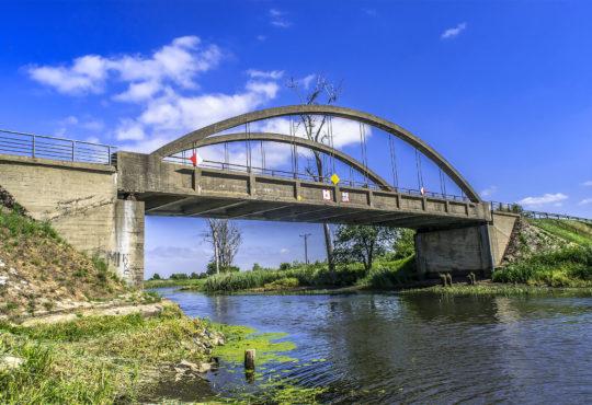 27 czerwca 2019 r. Wysychająca Noteć na wysokości mostu między osadą Zamczysko i Osiekiem Nad Notecią. Fot. Marcin Maziarz