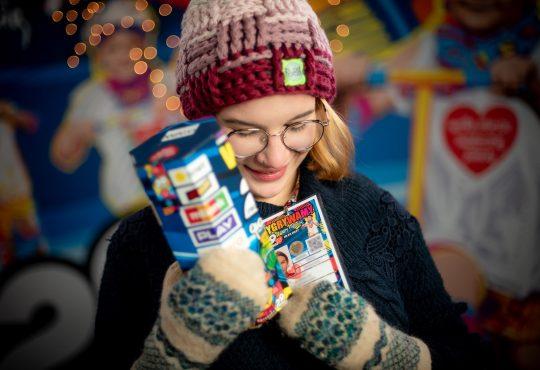 Na ulicach także w tym roku spotkacie wolontariuszy z tradycyjnymi puszkami. Fot. Łukasz Widziszkowski/Materiały prasowe Wielkiej Orkiestry Świątecznej Pomocy