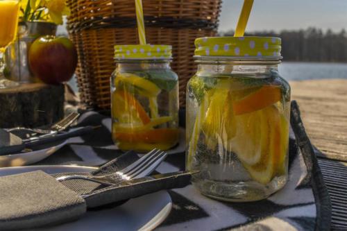 Wiosenni piknik w Drzewoszewie nad jeziorem Bytyń Wielki. Stylizacja: Paulina Politowska, Zdjęcia: Marcin Maziarz