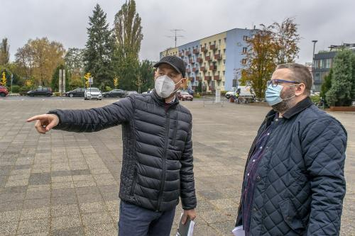 Targ Chryzantemowy w Pile. Poranne przygotowania. 2 listopada 2020. Fot. Marcin Maziarz